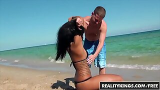 Ebony beach girl (Harley Dean) twerks it - Reality Kings