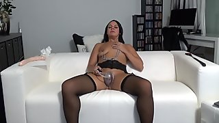 Using pussy pump and making my pussy swollen on cam